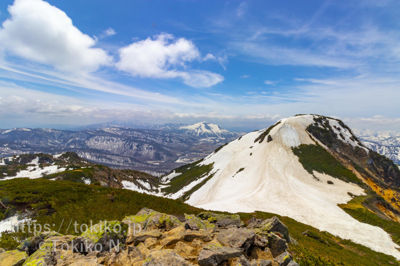 燧ヶ岳|雪融けの尾瀬ヶ原と氷に覆われた尾瀬沼